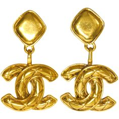 Pre-Owned Vintage Chanel Gold Jumbo Dangle Earrings ($880) ❤ liked on Polyvore featuring jewelry, earrings, gold tone, yellow gold dangle earrings, vintage dangle earrings, tri color gold earrings, vintage gold earrings and clip on earrings
