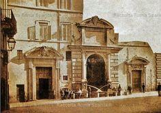 Foto storiche di Roma - Ospizio dei Mendicanti e fontana dell'Acqua Paola ( detta dei Cento Preti) nella sua collocazione originaria in via Giulia Anno: ante 1879