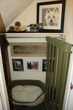 Under the stairs Dog room with a gate. Why did I never think of this gate? @ DIY Home Design Home Design, Home Interior Design, Diy Dog Bed, Dog Beds, Dog Rooms, Little Houses, My New Room, My Dream Home, Home Projects