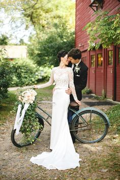 props on the wedding day like a bicycle and flowers in the basket  - Janelle Elise photography