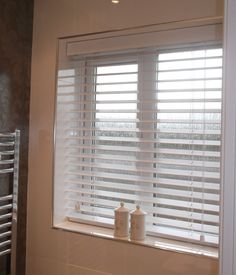 Venetian Blind - plain, simple and a neat fit...