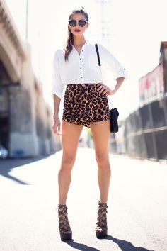 Леопардовая юбка-шорты Размеры: S, M Цвет: коричневый с принтом Цена: 1353 руб.  #одежда #женщинам #юбки #коопт