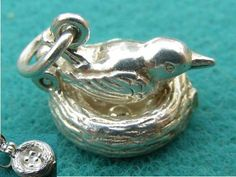GG1 VINTAGE STERLING SILVER CHARM BIRD ON A NEST OPENS TO EGGS - 34 gbp