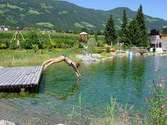 Sommerurlaub im Zillertal! Nach dem Wandern einen Sprung in den Bioschwimmteich wagen und die Natur genießen! | Summer in the Zillertal! After hiking - a dip in the lake in front of the hotel! Enjoy nature!
