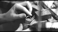 Short production movie of the making of a white gold diamonds a trois ring by Daniel Moesker jewelry
