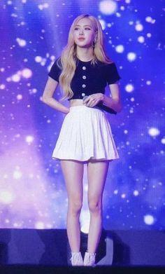 Blackpink Outfits, Kpop Fashion Outfits, Stage Outfits, Kpop Girl Groups, Korean Girl Groups, Kpop Girls, Mode Rose, Blackpink Members, Mode Kpop