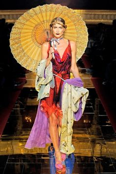 See the complete John Galliano Spring 2011 Ready-to-Wear collection.