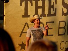 Dustin Lynch at the Bi-Mart Willamette Country Music Festival