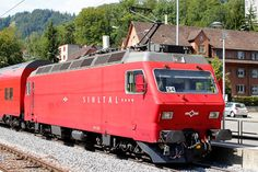 Trains and locomotive database and news portal about modern electric locomotives, made in Europe. Railroad Pictures, Swiss Railways, Train Art, Electric Locomotive, Belle Photo, Europe, Bahn, Photos, Switzerland