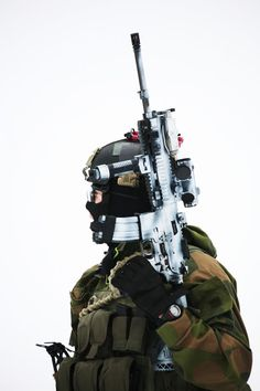 Norwegian Special Forces member with the H&K 416 (Easiest way to tell it's a 416 is the unique stock that H&K design...