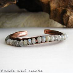 Hand forged copper and labradorite thin cuff - bracelet | Handmade by Beads and Tricks