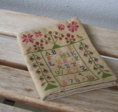 Stitcher's Wallet, closed. Design by Kirsten Edwards/Gift of Stitching