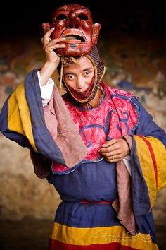 Gavin Gough-Travel photographer A masked dancer at the Tamshing Monastery Tsechu festival, Bhutan Costumes Around The World, Festivals Around The World, Places Around The World, We Are The World, People Of The World, World Of Color, Travel Photographer, Afghanistan, Cosplay Costumes