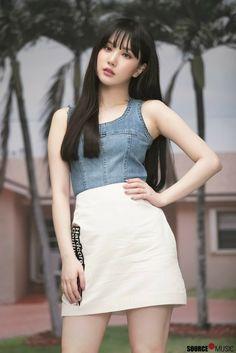 Gfriend-Eunha Fever Season Jacket shooting Kpop Girl Groups, Korean Girl Groups, Kpop Girls, Selena Quintanilla Outfits, Gfriend Album, G Friend, Beautiful Asian Girls, Ulzzang Girl, South Korean Girls