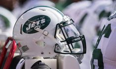 Jets cut Julian Howsare = The New York Jets opened a roster spot on Thursday, releasing fullback Julian Howsare, per Aaron Wilson of National Football Post.  Howsare went undrafted in the 2015 NFL Draft and signed with the Jets on the night of.....