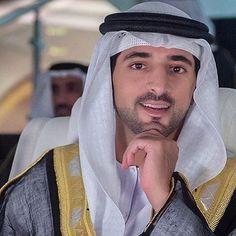 HH Sheik Hamdan bin Mohammed bin Rashid Al Maktoum. One of my favorite photos of Fazza 😊💕💖💕💖💕💖💕💖💕💖💕💖💕 Prince Crown, Royal Prince, Prince And Princess, World Handsome Man, Handsome Arab Men, High Society, Turbans, Gorgeous Men, Beautiful People