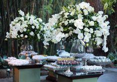 Mesa de doces casamento branco e verde (Decoração: Marias e Amélias | Foto: Carolina Cattan)