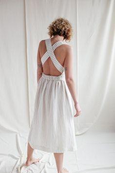 Robe tablier en lin / Fait main par OFFON Vêtements image 0