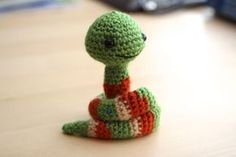 Adorable little snake!! Free pattern from Little Muggles