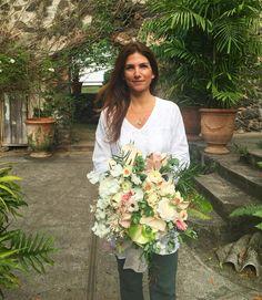 Beautiful Katherine @kdjbotanica with her gorgeous bouquet from today's #ariellaworkshop by ariellachezardesign