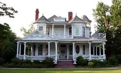 Victorian home in Troy, Alabama  I really LOVE the way this one looks!!