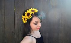 Elastic Flower Headband With Beautiful Medium Sized Sunflowers. Flowers Are Attached To Thin Black Elastic. One Size Fits All. Ready To Ship. For Custom Orders Please Contact Us At VividBloomCA Sunflower Headband, Sunflower Dress, Feather Headband, Flower Headbands, Hippie Music, Flower Crown Hairstyle, Cream White, Amazing Flowers, Girly