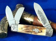 "VINTAGE KABAR SILVER DOG HEAD ""BOXCAR"" WHITTLER... NOS...NM    VERY PRETTY AMBER BONE STAG HANDLES    EXQUISITE ENGRAVED BOLSTERS    3 BLADES, MAIN BLADE BEAUTIFULLY ENGRAVED & TANG STAMPED    CLOSED LENGTH         #12500007071700"