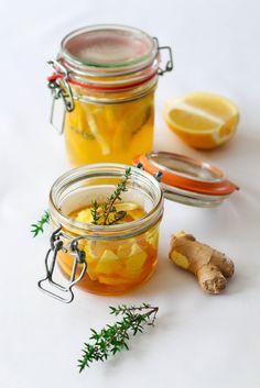 Une recette prise sur le blog culinaire de Jenna http://www.bistrodejenna.com un site que j'adore ! Elle nous a livré une recette pour combattre les petites bactéries d'hiver et je peux vous dire que cette potion est très bonne. La préparation se conserve...