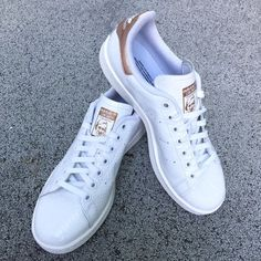 Adidas Stan Smith rose gold Adidas Stan Smith sneakers in beautiful rose gold. Unique patterned white leather with classic Stan Smith logo on tongue. Women's 8.5. These run big so they would best fit someone that is a size 9. Excellent condition, worn once, no box. Adidas Shoes Sneakers