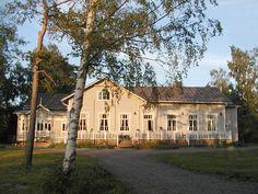 Koivurannan Kartano, Alavus, Sydänmaa. Mansions, House Styles, Home Decor, Decoration Home, Manor Houses, Room Decor, Villas, Mansion, Home Interior Design