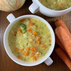 Cheesy Broccoli Broccoli And Carrot Soup, Pesto Potatoes, Coconut Milk, Cheeseburger Chowder, Thai Red Curry, Carrots, Veggies, Ethnic Recipes, Food