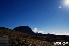 안녕하세요 우리닷컴입니다.  한라산의 아름다운의 모습을 담아보았습니다. 즐감하시고 불타는 금요일이네요^^ 즐거운 저녁되세요