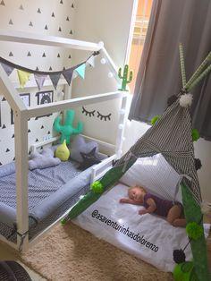Quarto montessoriano Toddler Floor Bed, Girl Room, Girls Bedroom, Baby Bedroom, Boy And Girl Shared Bedroom, Montessori Toddler Rooms, Montessori Bedroom, Kids Room Design, Cute Bedding