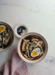 """foodiebliss: """" Cold Udon Noodles in a Soy Broth with King Mushrooms Source: A Cozy Kitchen Where food lovers unite. """" You can always count on a bowl of noodles. Bon Appetit, King Mushroom, Soup Recipes, Cooking Recipes, Kitchen Recipes, Recipies, Udon Noodles, Asian Recipes, Ethnic Recipes"""