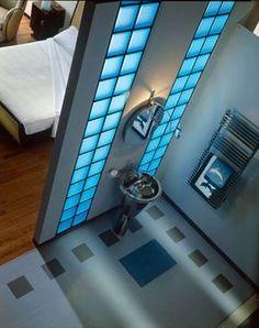 La brique de verre dans la salle de bains
