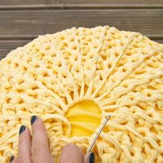 What You need to start crocheting the pouf: 1 ball of Zpagetti yarn, a matching round pillow of 35 cm diameter, a crochet hook nr 10 and an XXL needle to weave Crochet Pouf Pattern, Crochet Motifs, Crochet Cushions, Crochet Pillow, Crochet Stitches, Crochet Patterns, Crochet Round, Crochet Home, Knit Or Crochet