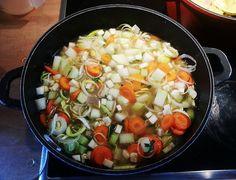 Kohlrabisuppe mit Möhren und Mehlspatzen, ein leckeres Rezept aus der Kategorie Kochen. Bewertungen: 2. Durchschnitt: Ø 3,8.