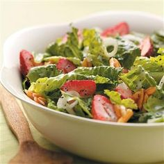Strawberry Salad with Poppy Seed Dressing Recipe -My family really enjoys this refreshing salad. If strawberries aren't available, you can substitute mandarin oranges and dried cranberries. —Irene Keller, Kalamazoo, Michigan Home Recipes, Great Recipes, Cooking Recipes, Favorite Recipes, Healthy Recipes, Cooking Tips, Dinner Recipes, Romaine Salad, Summer Salads
