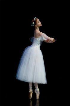 Finnish ballerina Anu Viheriäranta ♥ Wonderful! www.thewonderfulworldofdance.com #ballet #dance
