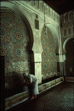 I really like the pattern on the wall - Morocco Fez Moulay Idriss Fountain