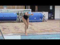 ВИДЕО: Как научиться эффектно запрыгивать в бассейн - Лайфхакер