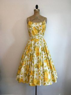 Fashion Tips For Chubby Vintage Yellow Roses Party Dress Maggi Stover Cotton Sundress Rhinestones Tips For Chubby Vintage Yellow Roses Party Dress Maggi Stover Cotton Sundress Rhinestones Yellow Dress Casual, Casual Party Dresses, Sexy Dresses, Dress Outfits, Vintage 1950s Dresses, Vintage Outfits, Vintage Fashion, Fifties Fashion, Vintage Clothing