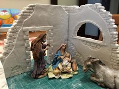 Christmas Nativity Scene, Christmas Villages, Nativity Stable, Diy Crib, Medieval Houses, Christmas Crafts To Make, Diy Hair Bows, Seasonal Decor, Diy And Crafts