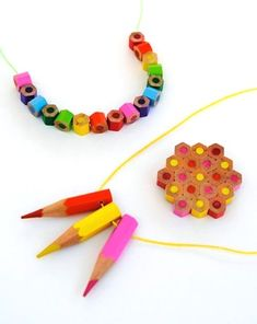 How to Make Pencil Jewelry - Back to School Crafts: How about wearing a rainbow necklace with pencil beads? Making pencil beads is easy, and you can try to learn how to make pencil jewelry. New Crafts, Crafts For Teens, Jewelry Crafts, Handmade Jewelry, What Are Crystals, Diy Collier, Back To School Crafts, Make Color, Bijoux Diy