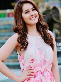 Rashi Khanna South Indian Actress, Beautiful Indian Actress, Beautiful One, Beautiful People, Beautiful Ladies, Indian Look, Hottest Pic, Beauty Queens, Designer Wear