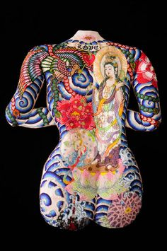 I have no words...this artist's beadwork is beyond belief. Eri Imamura.