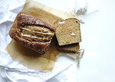 Deze keer komt het allemaal aan de orde en wel mooi verpakt in een lekker bananenbroodje.Een tussendoortje voor de sporters onder ons, ditproteïne speculaas bananenbrood is zeker het proberen waard.