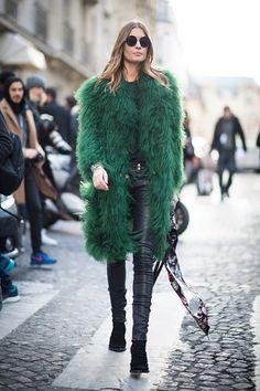 Nadja Bender seen in the streets of Paris during the Paris Fashion Week Womenswear Fall/Winter on March 3 2016 in Paris France Fur Fashion, Autumn Fashion, Womens Fashion, Outfits Otoño, Stylish Outfits, Cool Street Fashion, Street Chic, Popsugar, Paris Fashion Week 2016