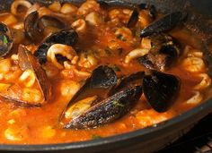 Cioppino - I don't think there is enough crusty bread to sop up all the goodness of this stew! Kitchen Recipes, Wine Recipes, Seafood Recipes, Cooking Recipes, Spanish Cuisine, Spanish Food, Seafood Cioppino, My Favorite Food, Favorite Recipes