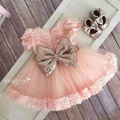 Emmas Kleid an Weihnachten Little Girl Fashion, Kids Fashion, Little Girl Dresses, Flower Girl Dresses, Girls Dresses, Baby Set, Baby Outfits Newborn, Birthday Dresses, Cute Baby Clothes